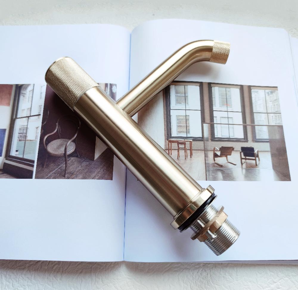 High quality solid brass faucet with knurled handle